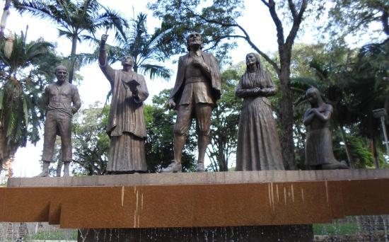 Marco Zero da Cidade: Monumento em homenagem à fundação da cidade.