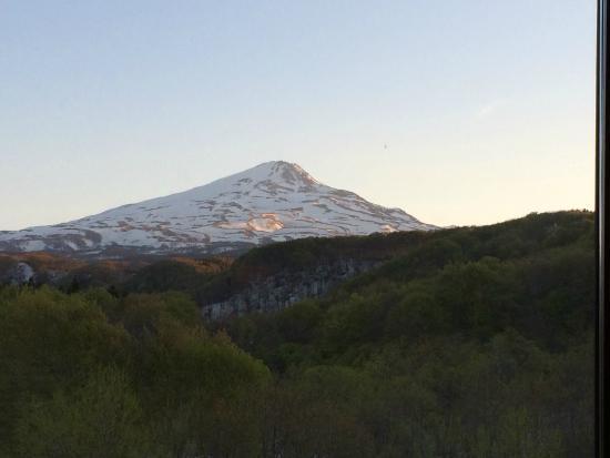 Hotel Foresta Chokai: 夕日の鳥海山