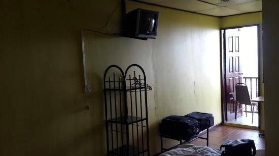 Kinabalu Rose Cabin Sabah: Basic room with CRT TV