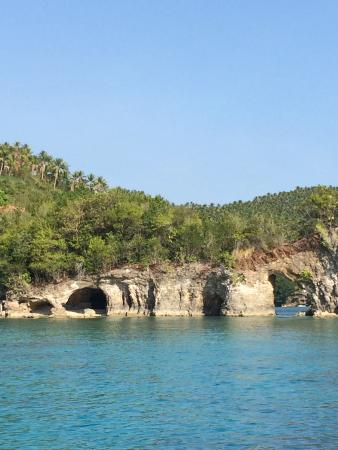 Olanivan Island: Coves