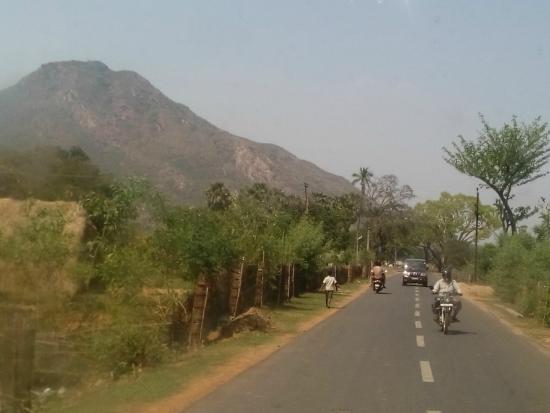 Panchalingeswar Temple: On the way to Panchalingeswar