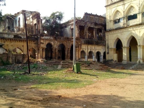 Panchalingeswar Temple: Nilgiri Rajbari