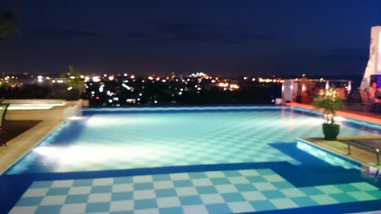 Infinity Pool On The Rooftop Picture Of Central Park Tower Resort Angeles City Tripadvisor