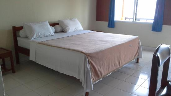 Siuri Cottages: double bed