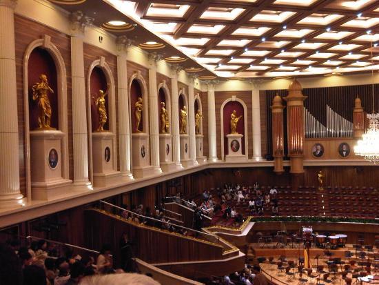 Aula Simfonia Jakarta : highly artistic hall