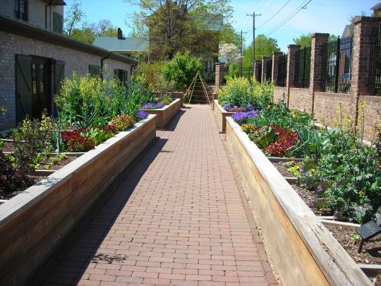 Paul J Ciener Botanical Garden: Veg area
