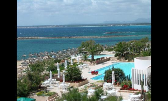 Tres Playas : Blick vom Hotelbalkon zum Pool