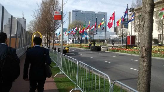 World Forum Convention Center : Walking towards the World Forum