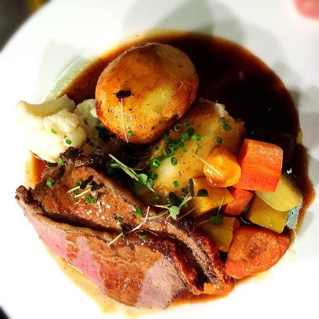 Momo Restaurant: Sunday Roast Beef- delicious!