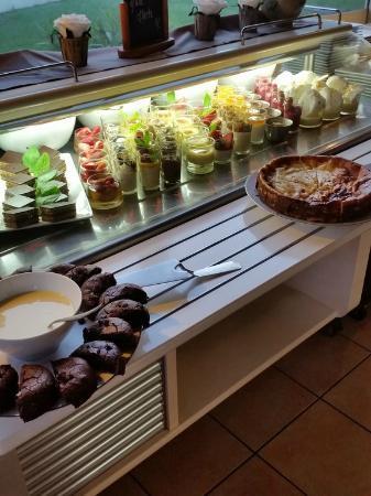 Buffet De Desserts Rare Dans Les Restaurants Asiatiques Picture