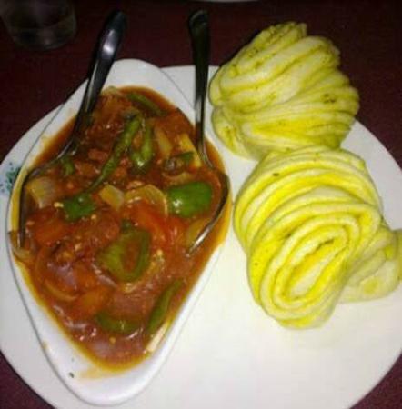 Momos Tibetan Restaurant: Tingmo and Chicken Shaptak