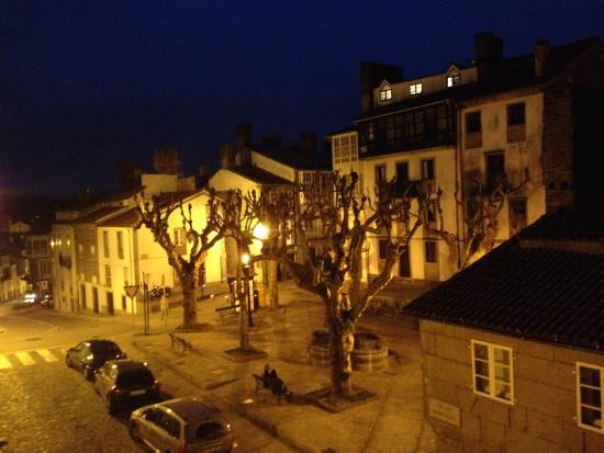 Hotel Fonte De San Roque : Night View of the square from the room