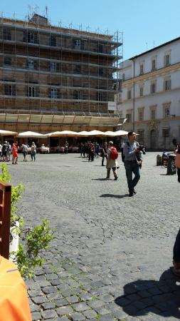 La Maison Josephine: The main square in Trasteverie