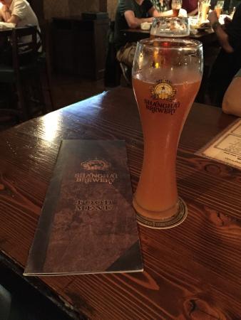 Shanghai Brewery(Hongmei Road) : Cerveja de trigo com pêssego! A melhor!