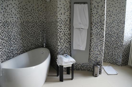 Salle de bain Zen - Photo de Chateau De Maraval, Cenac-et ...