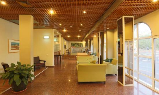 Prima Too: Lobby Seating Area