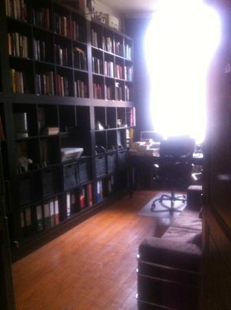 Lady Jane B&B: Library