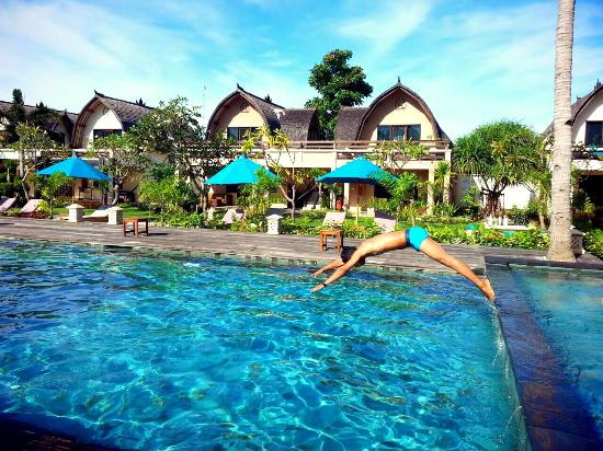 Hidden swimming pool - Picture of Hotel Vila Ombak, Gili Trawangan ...