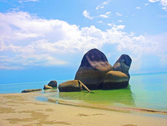 Pantai Romodong Keindahan yang Terlupakan