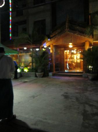 The Hotel Emperor : Hotel entrance