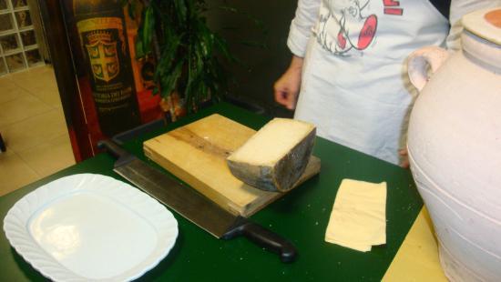 Il Boccon Divino : Il rito finale del formaggio di fossa
