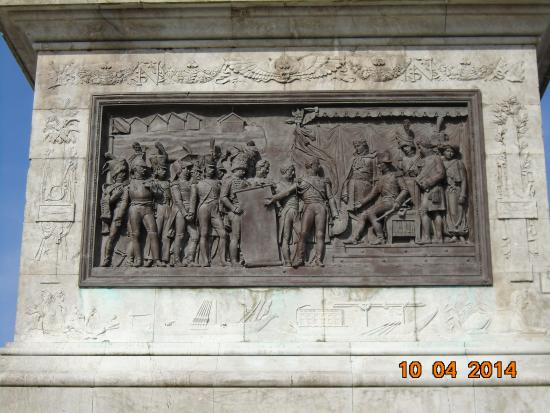 Colonne de la Grande Armée : Bas-relief au pied de la colonne