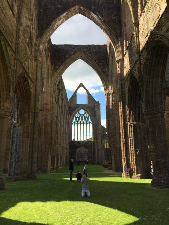 "tintern abbey wordsworth essay Wordsworth's pastoral poem ""lines composed a few miles above tintern abbey"" eloquently expresses the poet's feelings of ambivalence regarding maturation."