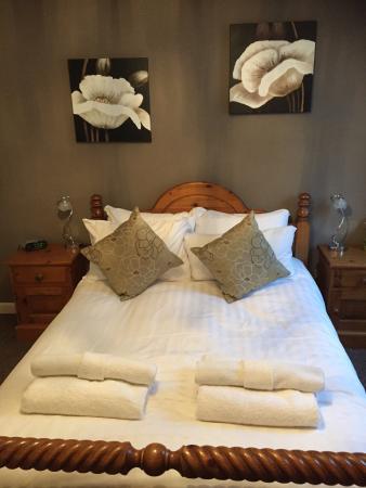Angel Inn & Lodge: My lovely bed!