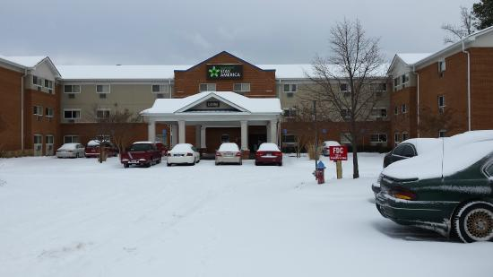 Extended Stay America - Chesapeake - Churchland Blvd.: Snowy winter this year.