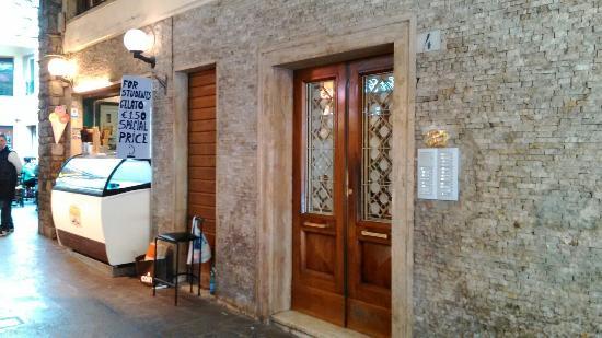 B&B La Gradiva: entrance