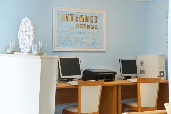 Hotel Summery: Internet Corner
