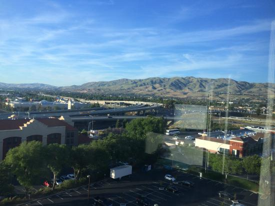 Crowne Plaza San Jose - Silicon Valley : View from 9th floor : monument peak and black mountains