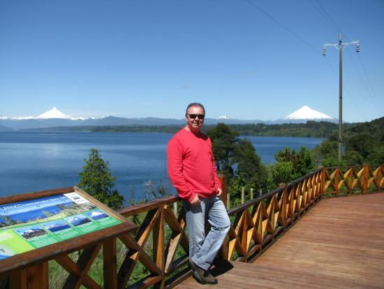 Los Lagos Region, Chile: Mirante do Lago e dos Vulcões.
