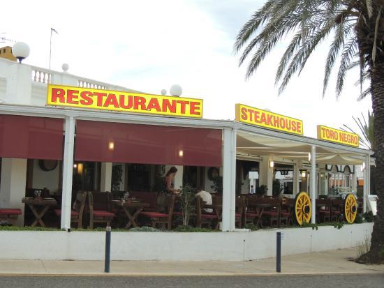 Toro Negro Steakhouse : Lateral exterior de Toro Negro