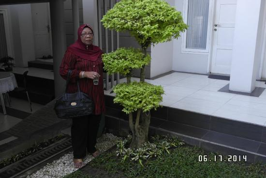 Sriwijaya Hotel: Beautiful Landscaping.....