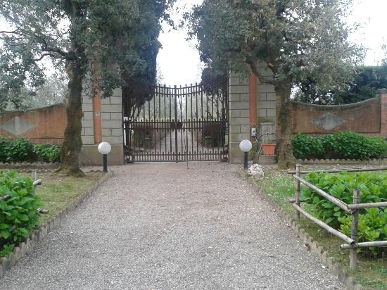 Agriturismo Villa de' Fiori : Giardino esterno