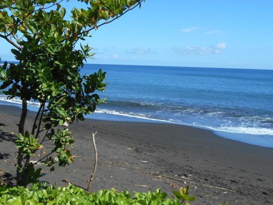 Tahiti Pearl Beach Resort Black Sand