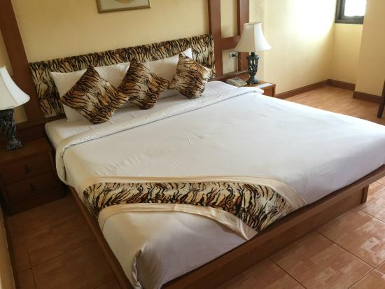 Tiger Inn : Bed with tiger patterns. My partner likes tiger so we had a very good time. hehe