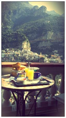 Villa Palumbo B&B: Desayuno en el balcón de la habitación