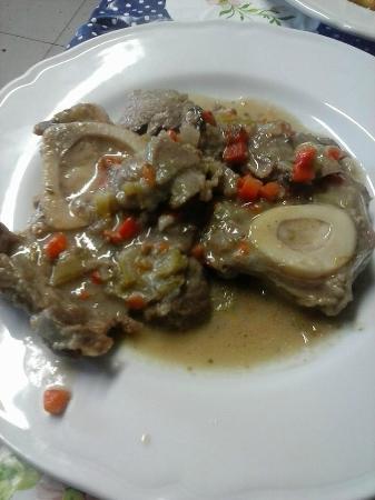 """ristorante """"la Castagneta"""": osso buco di vitellone alla salsa di verdure"""