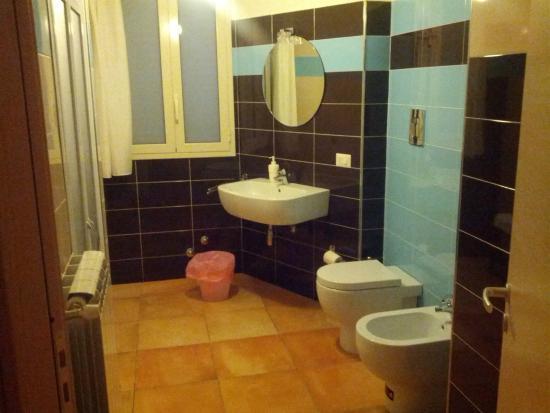 Cabina Bagno Doccia : Bagno con cabina doccia armadio e disimpegno in fondo a sinistra