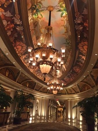 Bouchon: Corridor to the restaurant in Venetian