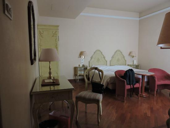 Pierre Hotel Florence: Chambre