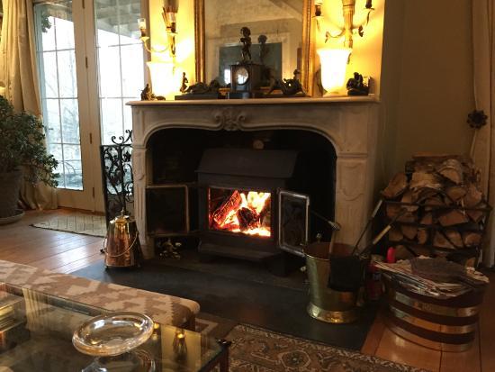 Hidden Valley Bed & Breakfast: Main house living room