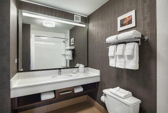Fairfield Inn & Suites Chicago Downtown/Magnificent Mile: Bathroom