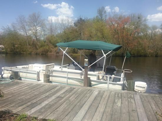 Snow Hill, MD : The pontoon boat