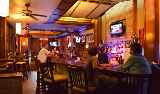 Sundance Riverside Hotel: Bar