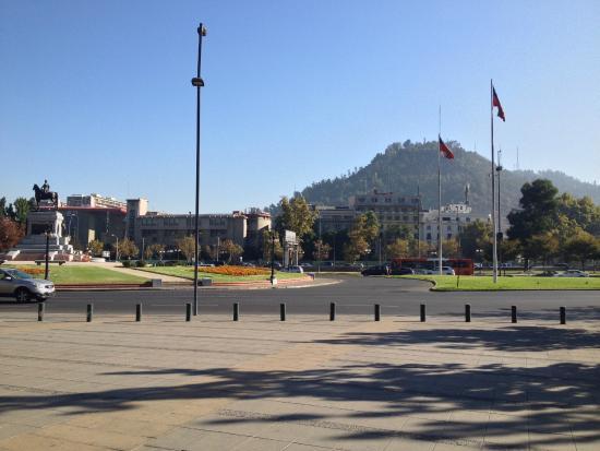 Mito Casa Hotel: Em frente ao hotel, avista-se o Cerro san Cristoban