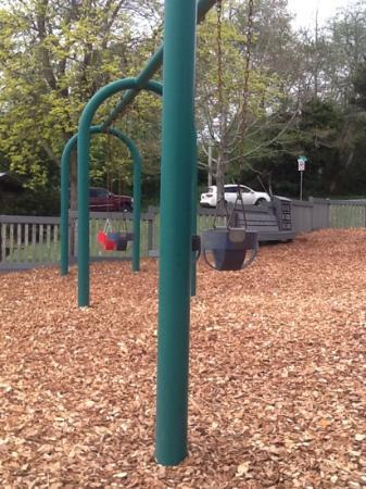 Tapiola Park: plenty of swings for everyone :)
