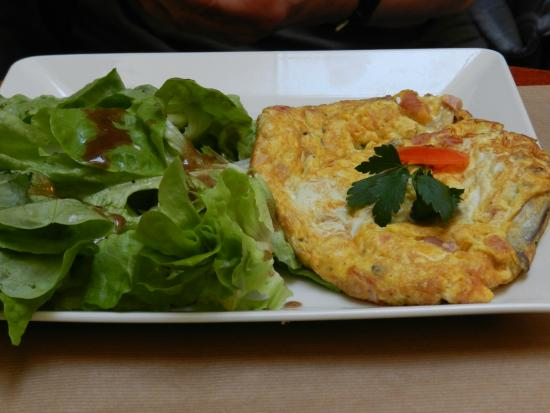 Le Saint Maurice: Ham and Cheese omelet
